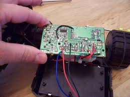 inside the spy video car hacked gadgets diy tech blog this is the back of the main car circuit board lots of surface mount components looks easy to mod though trace out what you want to take control of and