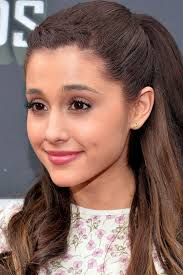 ariana grand at the 2016 mtv awards with her clic makeup look