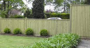 Decorations:Nice Wall Fence Decoration Ideas With Screen Wall Fence Green  Wooden Fence In Front