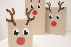 reindeer gift wrapping