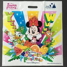 ディズニーの夏祭りが始まった おみやげ袋の隠れミッキーを探して