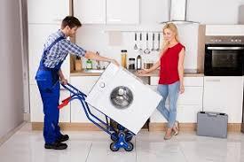 Wenn das gerät soweit vorbereitet ist, kann dieses von zwei starken helfern angehoben werden. Waschmaschine Transportieren Tipps Mit Und Ohne Transportsicherung