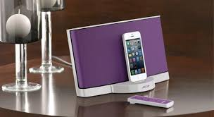 bose docking station. playback and charging for connected iphone / ipod bose docking station
