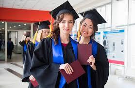 третий выпускник ДВФУ получит красный диплом Каждый третий выпускник ДВФУ получит красный диплом