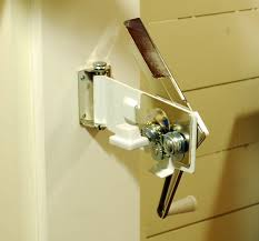 swing a way wall mounted can opener