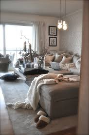 cosy living room designs. love the cozy, romantic vibe along with big windows and light color throws decor to lighten up room in day. colors cosy living designs