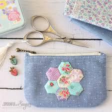 12 easy zipper pouch tutorials