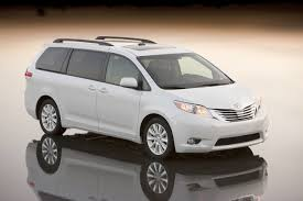 TOYOTA SIENNA - Review and photos