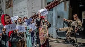 """طالبان ستسمح للفتيات بالعودة إلى المدارس """"في أقرب وقت"""" (متحدث) - فرانس 24"""