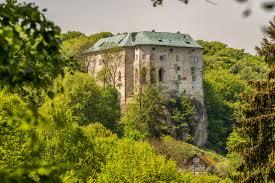 """Résultat de recherche d'images pour """"l chateau de houska"""""""