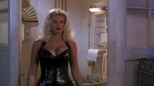 Image Tanya Peters in Naked Gun 3 played by Anna Nicole Smith.
