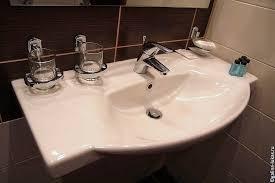 Отель Гелиопарк Резиденс Пенза Праздник души и тела Отзыв  Сантехника качественная Душ удобный Есть фен увеличительное зеркало Полотенец по 4 штуке на человека Менялись каждый день