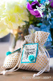 Create wedding favors that are cute and easy to DIY!