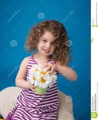 Gelukkig Glimlachend Lachend Kind Meisje Met Krullend Haar Stock
