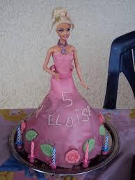gâteau barbie, 5 ans Eloise, pâte d'amande - Photo de Gâteaux ...