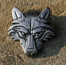 vuk wolf head pendant tin