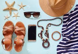 夏レディース現代的なライフ スタイル流行の服アクセサリーの旅行休暇
