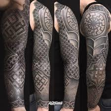 фото татуировки рукав в стиле славянский черно белые татуировки на