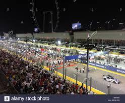 Singapore - 20 settembre, 2015 : i team di F1 sulla griglia di partenza  pronta per la gara principale a Singapore Marina circuito di strada Foto  stock - Alamy