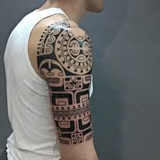 фото татуировки в стиле полинезия на плече парня фото рисунки эскизы