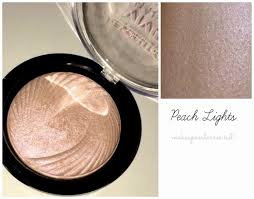 makeup and cares baked highlighter makeup revolution review fotos y swatches we heart makeup revolution