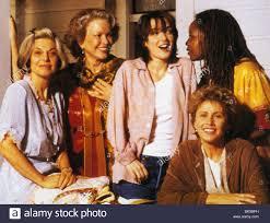 HOW TO MAKE AN AMERICAN QUILT - 1995 Universal/Amblin film with ... & HOW TO MAKE AN AMERICAN QUILT - 1995 Universal/Amblin film with Anne  Bancroft at left and Winona Ryder centre Adamdwight.com