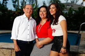 Com a mulher, Lilian, e a filha, Lívian, Renato Aragão mostra o clima de  cumplicidade que une a família - fotos em Famosos - EGO