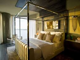 Amazing Contemporary Style Bedroom With Mirrored Canopy Bed And ...