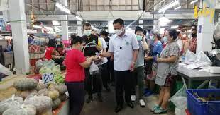 'อนุทิน' ลงพื้นที่ตลาดบางแค ย้ำ 6 ตลาดกลุ่มเสี่ยง พบผู้ติดเชื้อกระจายไป 4  จังหวัด