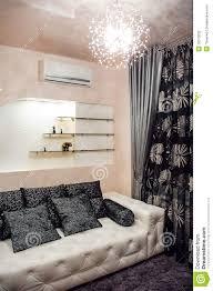 Weißes Sofa Im Schlafzimmer Stockfoto Bild Von Haus Bettwäsche