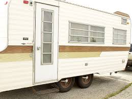 Diy travel trailer Diy Camper 15 Vintage Rv Diy Before Afters That Are Giving Us Goosebumps Dianeheilemancom 15 Vintage Rv Diy Before Afters That Are Giving Us Goosebumps