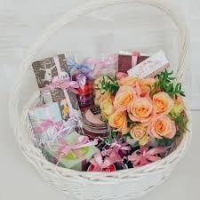 <b>Подарочные наборы для женщин</b> - купить подарок женщине в ...