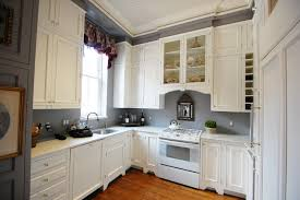 light gray kitchen walls cabinets with black counter and astonishing u shape decoration using oak design