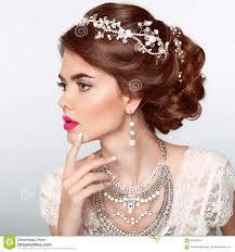 La Belle Coiffure Mignonne Verrouille Le Mariage Modèle De