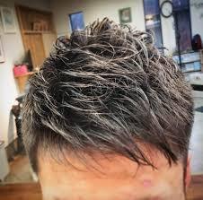 針金みたいな硬い髪を短くても柔らかく見せるパーマ