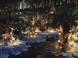 decoration tuscany wedding with chandeliers