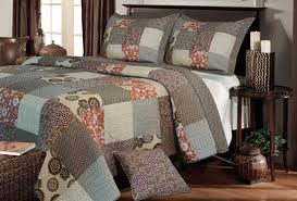 extra large king size quilts greenland home fashions stella quilt set in king size bedroom
