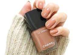 Chanelのピンクベージュ系ネイルで上品な指先に新色も発売