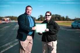 sheriff ed farris hands a certificate of pletion from the putnam county sheriff s office motor