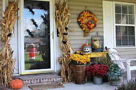Cheap easy fall decorating ideas Pumpkin Quick And Easy Halloween Decorating Ideas For Your Porch An Inexpensive Way To Transition The House Of Hawthornes Transitioning The Porch From Fall To Halloween House Of Hawthornes