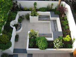 This modern courtyard garden makes good use of a small space with ...