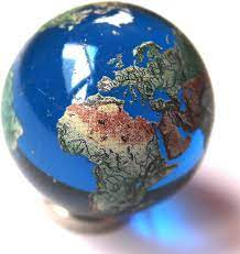 """35mm (1.4"""") Large Recycled Glass Earth Globe Marble & Stainless Steel Stand  - Cosmic World Planet Gaea Terra: Amazon.co.uk: Toys & Games"""