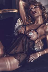 <b>Откровенная сорочка</b> с декоративными цепочками Lilith