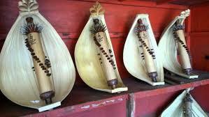 Disulawesi selatan yaitu di toraja dan sulawesi utara, seruling bambu telah dipakai sebagai musik ansambel, demikian juga di nusa tenggara timur. Alat Musik Harmonis Pengertian Jenis Contoh Modern Dan Tradisional
