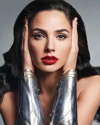 gal gadot s makeup artist finally shares the secret to wonder woman s makeup look ogiggles