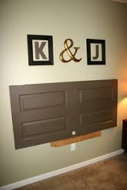 using old doors and old keys for home decoration