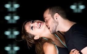 Resultado de imagem para forçar beijo