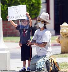 Linda Perry chaperones her son Rhodes as they stand on the street and  protest   Daily Mail Online