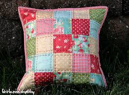 That Red Quilted Pillow–A Free Tutorial – Coriander Quilts & I get asked quite frequently for a tutorial on this little pillow which I  made for a class I taught awhile back. It's gotten pinned and repinned  quite a bit ... Adamdwight.com