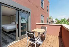 hilton garden inn annapolis downtown annapolis room 2 queen beds balcony